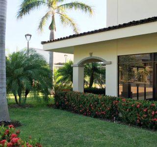 Centro Comercial Palmas de Tamarindo